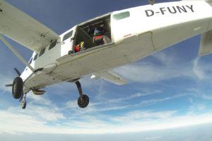 Cessna C08 beim Absetzen